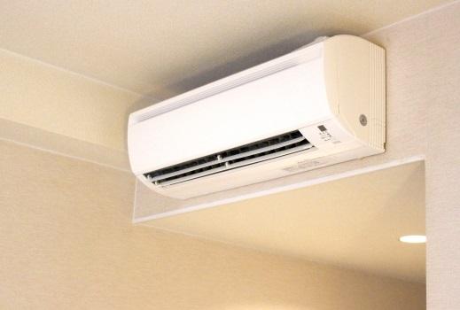 エアコンが臭いなら掃除がいちばん!ニオイの原因を除去する方法