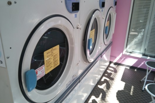 カーペットはコインランドリーで丸洗いすれば安く済む!